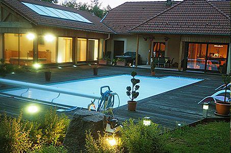 Le Clos des Aulnes Anould terrasse piscine soirée